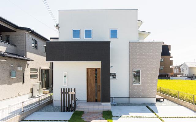 高さを意識した設計デザインの家の画像
