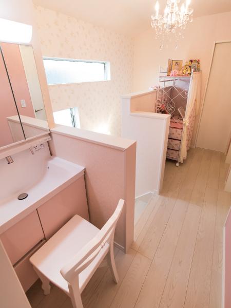 ピンクをあしらったかわいらしい家 の画像8