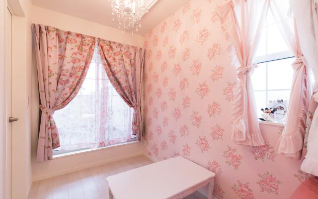 ピンクをあしらったかわいらしい家 の画像11