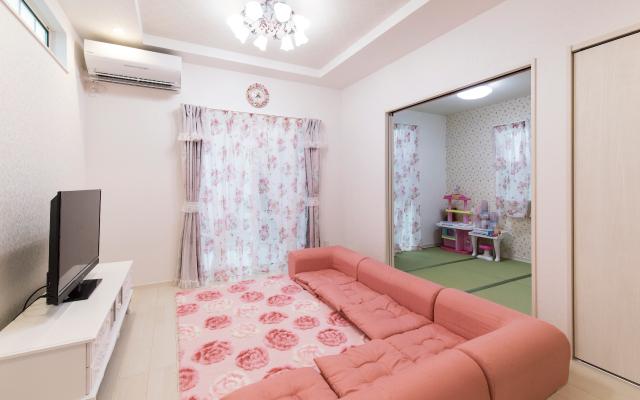 ピンクをあしらったかわいらしい家 の画像4