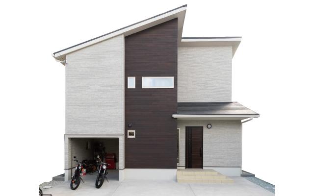 ビルトインガレージのある家の画像