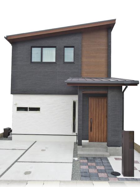高さと広がりを満喫する家 の画像2