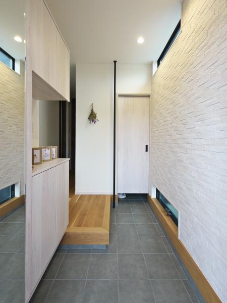高さと広がりを満喫する家 の画像4