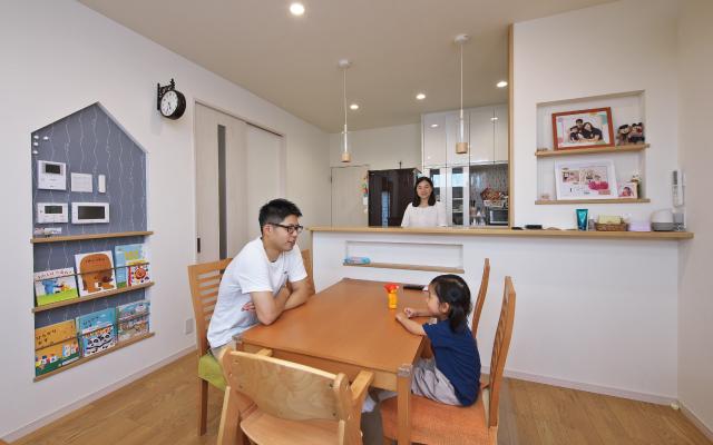 機能と暮らしやすさを備えた家の画像