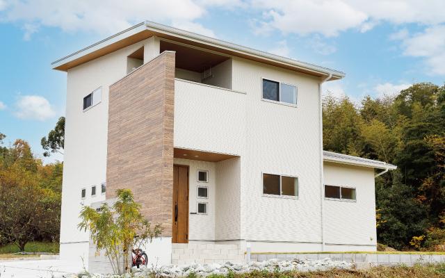 自然素材をふんだんに使った家の画像