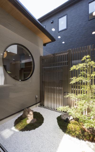 和モダンな中庭がある家 の画像8